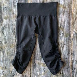 LULULEMON black cropped Capri legging